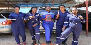 Nijerya'da kadın oto tamircisi 30 kadına istihdam sağladı