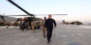 Milli Savunma Bakanı Akar ve TSK'nin komuta kademesi Suriye sınırında