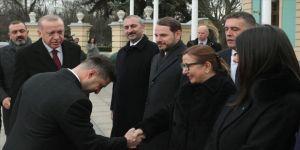 Cumhurbaşkanı Erdoğan, Ukrayna Devlet Başkanı Zelenskiy tarafından resmi törenle karşılandı
