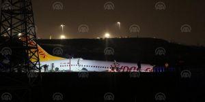 Pistten çıkan uçak parçalandı: 52 yaralı var