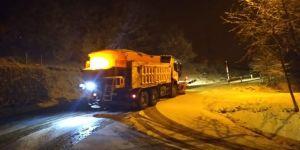 Kar Timleri, gece gündüz karla mücadele ediyor