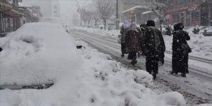 Şırnak'ta yoğun kar yağışı hayatı olumsuz etkiliyor