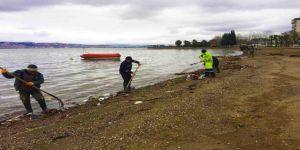 Sahilde biriken atıklar kaldırıldı
