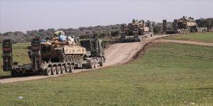 TSK, İdlib'deki gözlem noktalarına obüs, tank, mühimmat ve zırhlı personel taşıyıcı (ZPT) sevk etti.