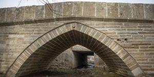 Kavşak içerisinde kalan tarihi köprü korunarak geleceğe aktarılıyor