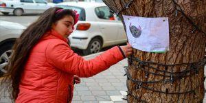 Küçük Asya kaybolan kedisini çizdiği resimlerle arıyor