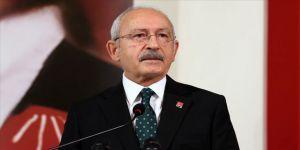Kılıçdaroğlu, rejim güçlerinin saldırıları sonucu şehit olan askerlerin ailelerini telefonla arayarak başsağlığı diledi.