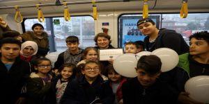 İşitme engelli çocuklardan Akçaray'a ziyaret