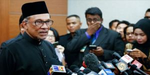 Malezya'da üç parti Enver İbrahim'i başbakan adayı gösterdi