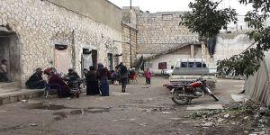 Bombalardan kaçan İdlibli aileler, çareyi 'hapishaneye girmekte' buldu