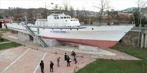 Üniversite öğrencileri hurda gemide mesleğe hazırlanıyor