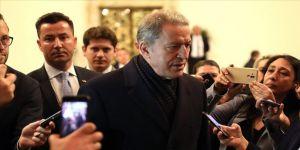 Milli Savunma Bakanı Akar: Meşru müdafaa kapsamındaki hedefimiz birliklerimize saldıran rejim askerleri ve unsurlarıdır