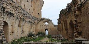 KKTC'de gotik mimarinin en güzeli: Bellapais Manastırı