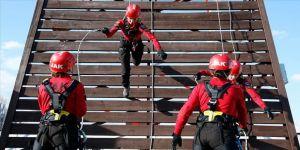 Jandarmanın kadın personeli hem vatanı koruyor hem de hayat kurtarıyor