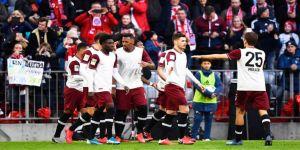 Lider Bayern Münih sahasında Augsburg'u 2-0 yendi