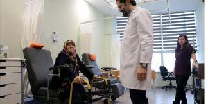 Diyabetik ayak hastası kadın ozon ve larva tedavisiyle sağlığına kavuştu