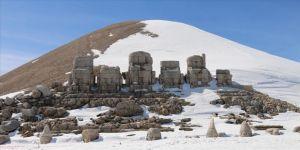 Nemrut Dağı'nda, yoldaki kar temizleme çalışmalarının tamamlanmasıyla turizm sezonu başladı