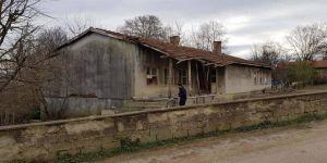 Eski köy okulu yenilenerek köy konağı olarak hizmet verecek