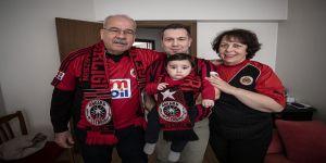 Çeyrek asırdır aile boyu futbol aşkını sürdürüyorlar