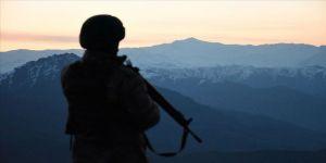 İkna edilerek teslim olan PKK'lı teröristin kırmızı bültenle arandığı belirlendi