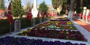 Namazgah Şehitliği 18 Mart'a hazırlandı