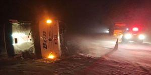 Afyonkarahisar'da yolcu otobüsü devrildi: 37 yaralı