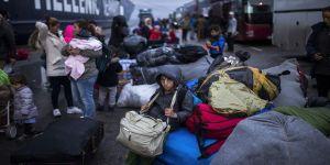 Yunanistan'daki sığınmacı kamplarına personel dışında kimse giremeyecek