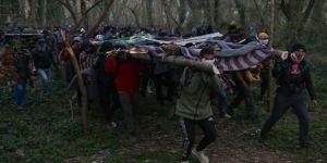 Yunanistan sığınmacılara attığı gaz bombalarıyla bölgeyi savaş alanına çevirdi