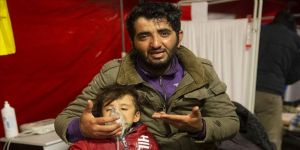 Yunanistan sığınmacılara yine gaz bombalarıyla saldırdı