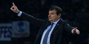 Anadolu Efes Başantrenörü Ataman: Maçların ertelenmesi kaçınılmaz bir önlemdi