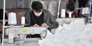 Adıyaman'daki tekstil fabrikasında 'antibakteriyel tulum' mesaisi