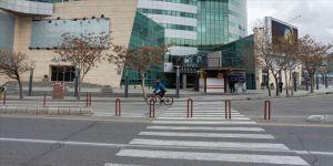 İran'da koronavirüs tedbirleri kapsamında şehirlerden çıkışlar yasaklandı