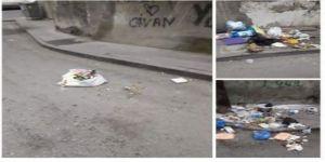 Vatandaş çöpleri toplamayan Belediyeye öfkeli
