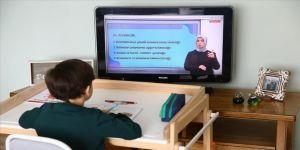 Uzaktan eğitim alan öğrencilere sağlıklı oturuş önerileri