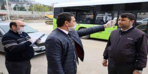 Kocaeli'de şoförlerle vatmanların ateşlerini ölçerek sürüş yapmasına müsaade ediliyor