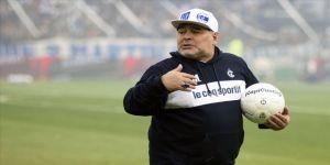 Maradona kulübünden maaşının kesilmesini talep etti