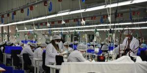 Ağrılı kadınlar Tekstilkent'te maske üretiyor
