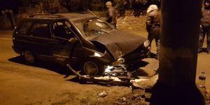 Gebze'de sürücü köpeğe çarpmamak için kaza yaptı !