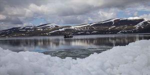 Buzları çözülen Nazik Gölü'nden güzel görüntüler
