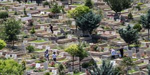 Başkentte mezarlıklar Kovid-19 nedeniyle ziyarete kapatıldı