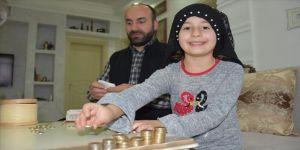 Minik Fatmanur, kumbarasındaki parayı Milli Dayanışma Kampanyası'na bağışladı