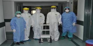 Pandemi servisindeki hastalara robotlar hizmet edecek