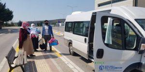 Dışarıda olan vatandaşlar, zabıta ekipleri tarafından evlerine bırakılıyor