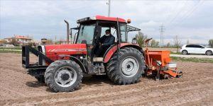 Aksaraylı çiftçiler, Kovid-19'a rağmen ekimi sürdürüyor