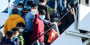 Refakatsiz mülteci çocuklar  Almanya'ya getirildi