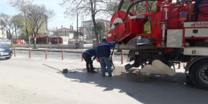 Gebze'de trafikten boşalan caddelerde altyapı hatları temizleniyor