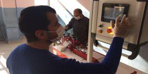 Konya'daki meslek lisesi günde 20 bin maske üreten makine geliştirdi