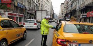 İstanbul polisi kent genelindeki denetimlerini sürdürüyor
