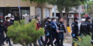 Belediye Başkanı ve eşine yönelik silahlı saldırıya ilişkin gözaltına alınan 11 kişi adliyeye sevk edildi