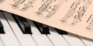 Türkiye'nin dört bir yanındaki öğretmenler evlerde orkestra kurarak müzik kanalı açtı